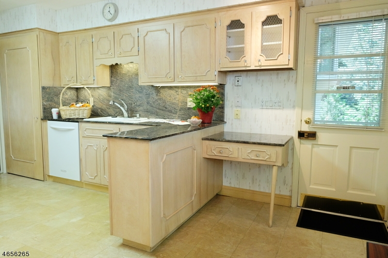 Additional photo for property listing at Address Not Available  克利夫顿, 新泽西州 07013 美国