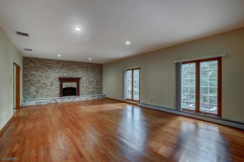 Additional photo for property listing at 5 Elijah Court  Montville, New Jersey 07045 États-Unis