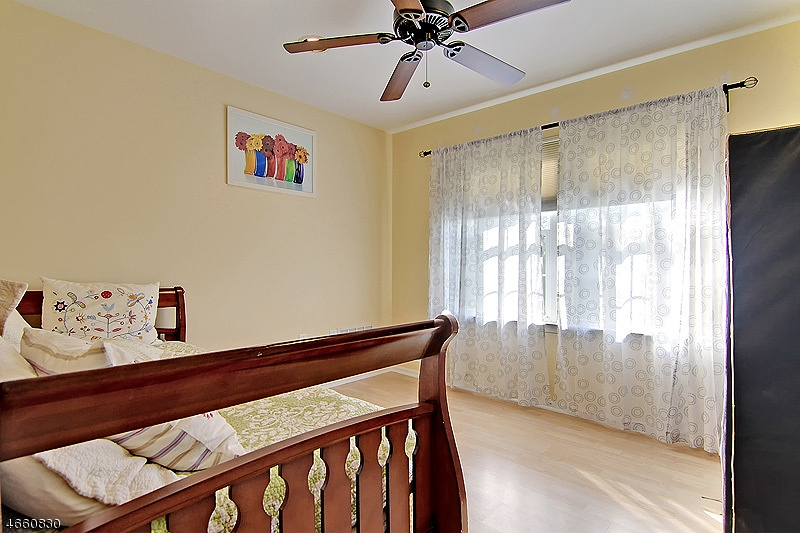 Additional photo for property listing at 5 Decicco Drive  Raritan, New Jersey 08869 United States
