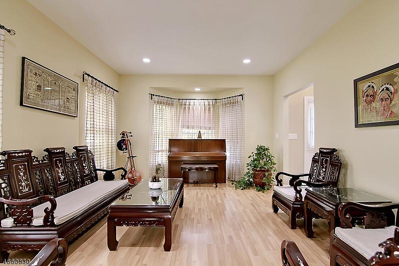 Additional photo for property listing at 5 Decicco Drive  Raritan, Nueva Jersey 08869 Estados Unidos
