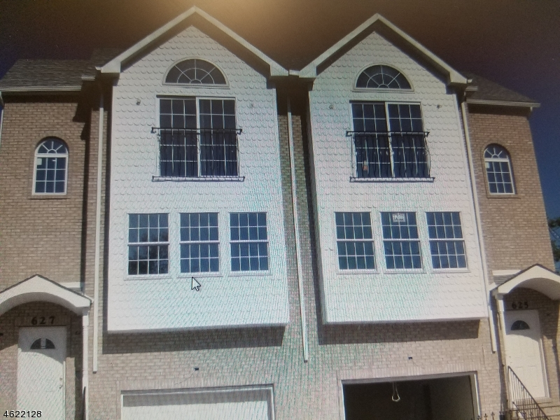Maison avec plusieurs logements pour l Vente à Address Not Available Newark, New Jersey 07108 États-Unis