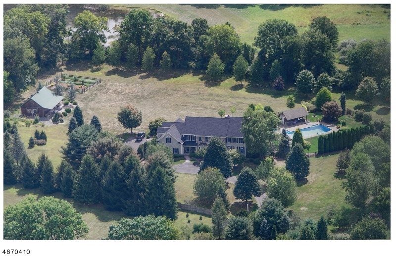 独户住宅 为 销售 在 6 MARIGOLD Lane 图克斯伯里镇, 07830 美国