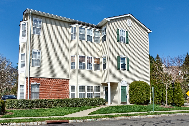 Additional photo for property listing at 35 Allister Court  Lincoln Park, New Jersey 07035 États-Unis