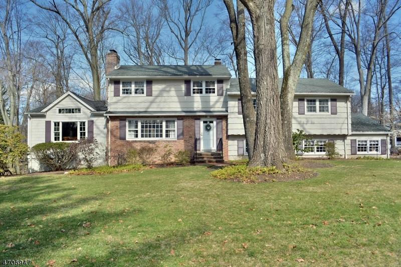 Maison unifamiliale pour l Vente à 52 ELBROOK Drive Allendale, New Jersey 07401 États-Unis