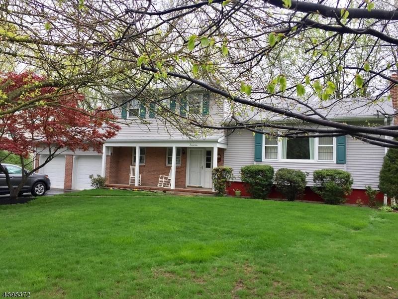 独户住宅 为 销售 在 17 Beechtree Road West Caldwell, 07006 美国
