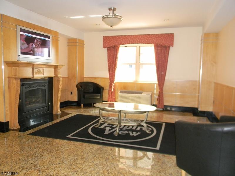 独户住宅 为 出租 在 70 S Munn Avenue East Orange, 新泽西州 07018 美国
