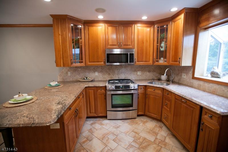 Maison unifamiliale pour l Vente à 188 Hillside Avenue Nutley, New Jersey 07110 États-Unis