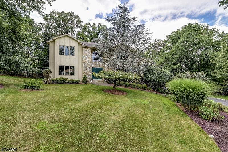 House for Sale at 6 COVENTRY Lane 6 COVENTRY Lane Caldwell, New Jersey 07006 United States