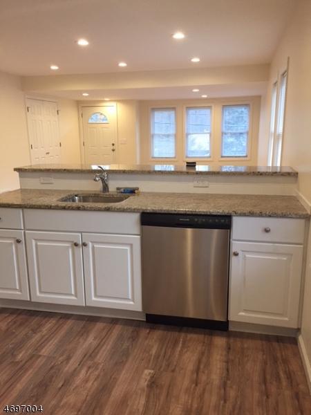 Частный односемейный дом для того Аренда на 26 OLD BROOKSIDE Road Randolph, Нью-Джерси 07869 Соединенные Штаты