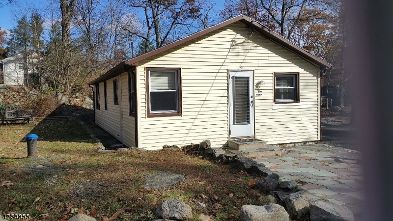 Casa Unifamiliar por un Alquiler en 2 Wabash Trail Hopatcong, Nueva Jersey 07821 Estados Unidos
