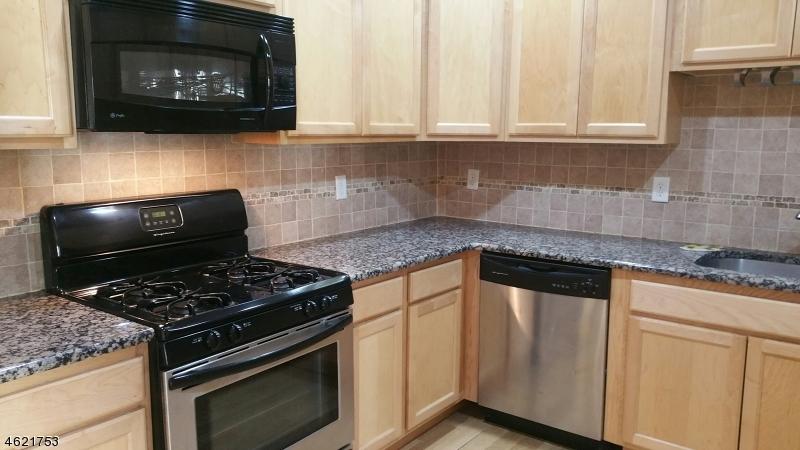 Maison unifamiliale pour l à louer à 349-353 W GRAND Street Elizabeth, New Jersey 07202 États-Unis