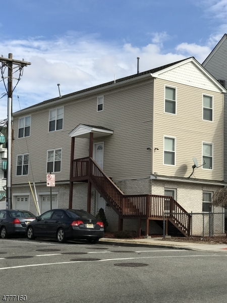 独户住宅 为 出租 在 817 Main Street Paterson, 新泽西州 07503 美国