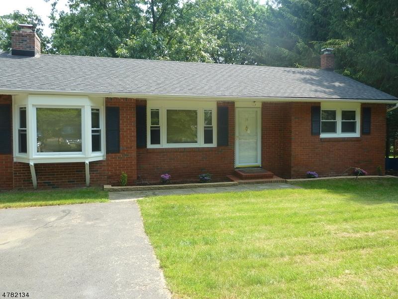 Casa Unifamiliar por un Alquiler en 10 Carlson Lane Byram Township, Nueva Jersey 07871 Estados Unidos