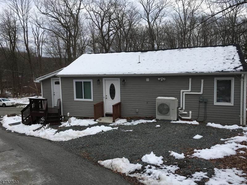 Casa Unifamiliar por un Alquiler en 7 La Bo Ga Trail Byram Township, Nueva Jersey 07821 Estados Unidos
