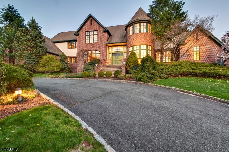 Частный односемейный дом для того Продажа на 83 Chestnut St S Livingston, Нью-Джерси 07039 Соединенные Штаты