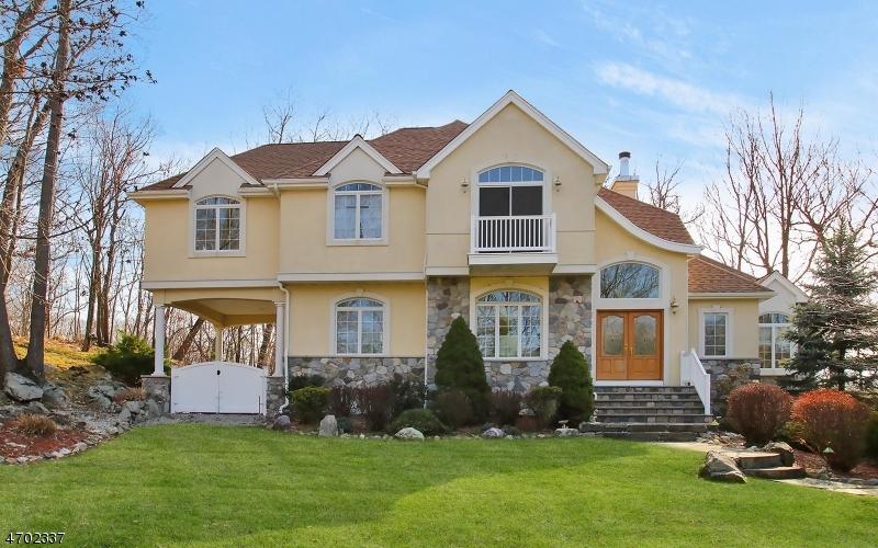 Casa Unifamiliar por un Venta en 382 Ski Trail Kinnelon, Nueva Jersey 07405 Estados Unidos