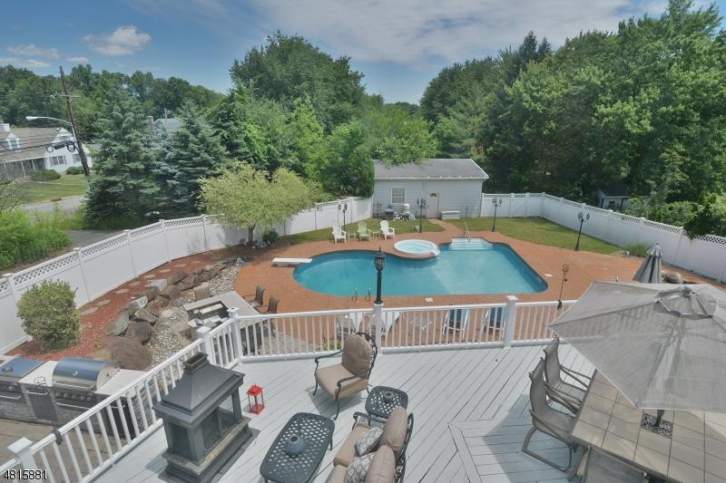 Maison unifamiliale pour l Vente à 47 HERITAGE Drive East Hanover, New Jersey 07936 États-Unis