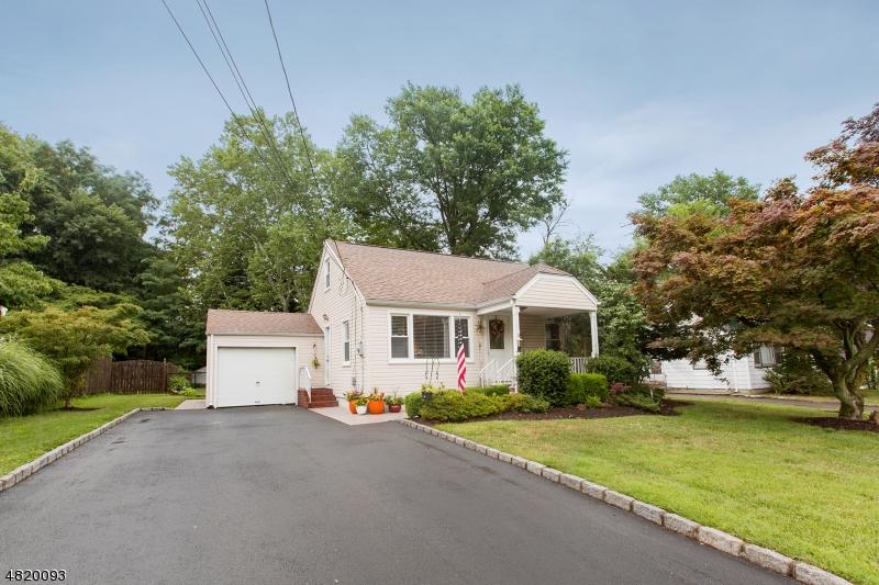 Casa Unifamiliar por un Venta en 6 DALE Drive Fairfield, Nueva Jersey 07004 Estados Unidos