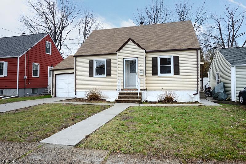 Maison unifamiliale pour l à louer à 151 FORNELIUS Avenue Clifton, New Jersey 07013 États-Unis