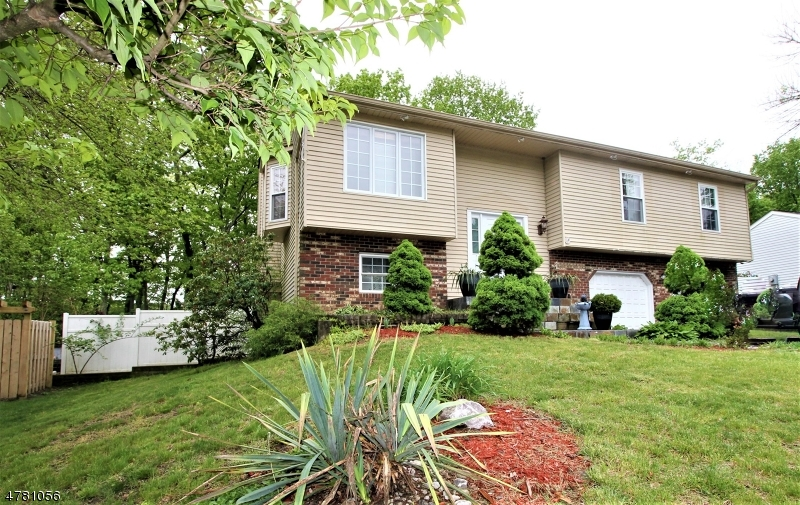 Maison unifamiliale pour l Vente à 13 CANNON BALL Drive Howell, New Jersey 07731 États-Unis