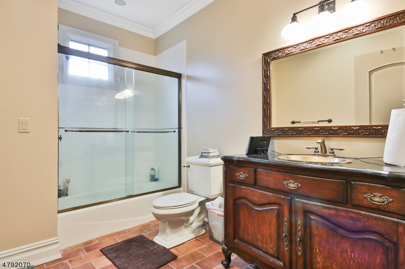Additional photo for property listing at 153 OVAL Road  Essex Fells, 新泽西州 07021 美国