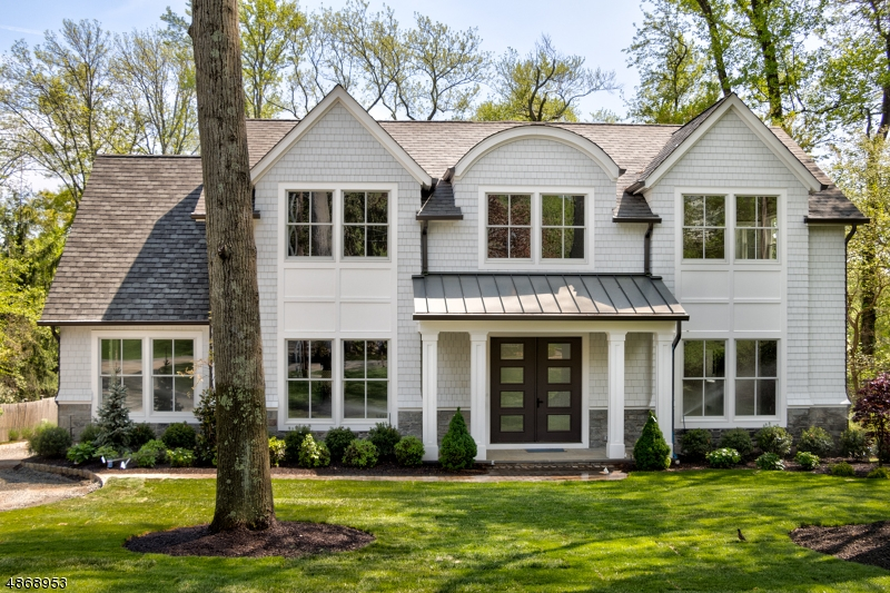 Частный односемейный дом для того Продажа на 40 HILLSIDE Millburn, Нью-Джерси 07078 Соединенные Штаты