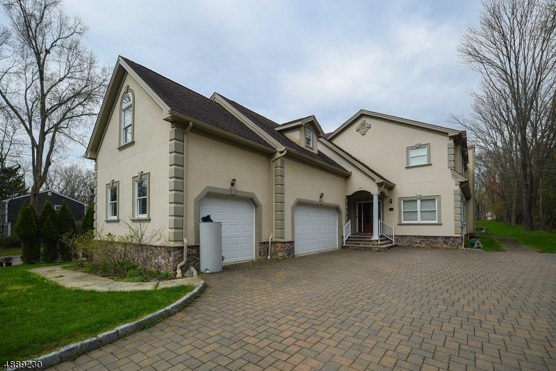 Частный односемейный дом для того Продажа на 143 KLINE BLVD Berkeley Heights, Нью-Джерси 07922 Соединенные Штаты