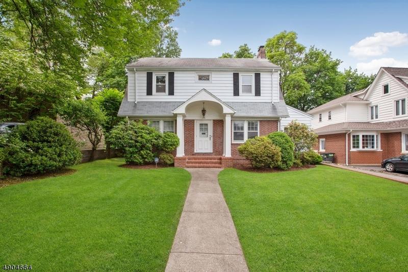 single family homes для того Продажа на Teaneck, Нью-Джерси 07666 Соединенные Штаты
