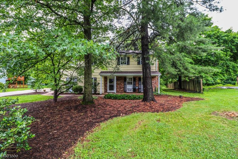 single family homes per Vendita alle ore Millstone, New Jersey 08844 Stati Uniti