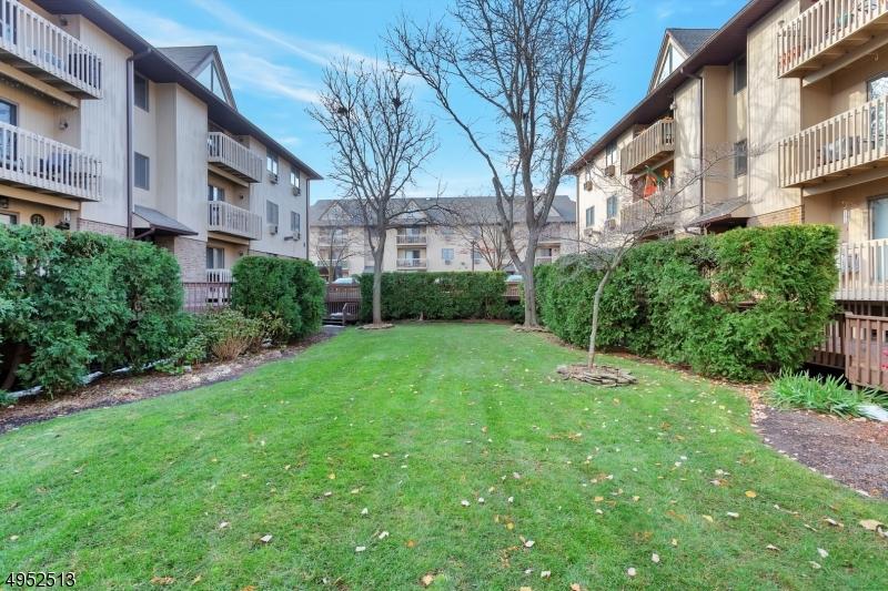 Condo / Townhouse voor Verkoop op Lyndhurst, New Jersey 07071 Verenigde Staten