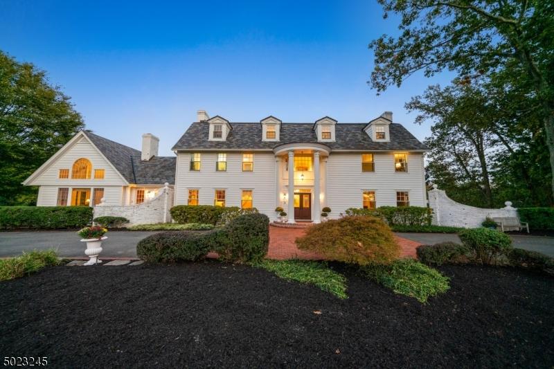 Single Family Homes pour l Vente à Fredon, New Jersey 07860 États-Unis