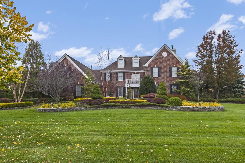 Частный односемейный дом для того Продажа на 7 Whirlaway Drive Eatontown, Нью-Джерси 07724 Соединенные Штаты