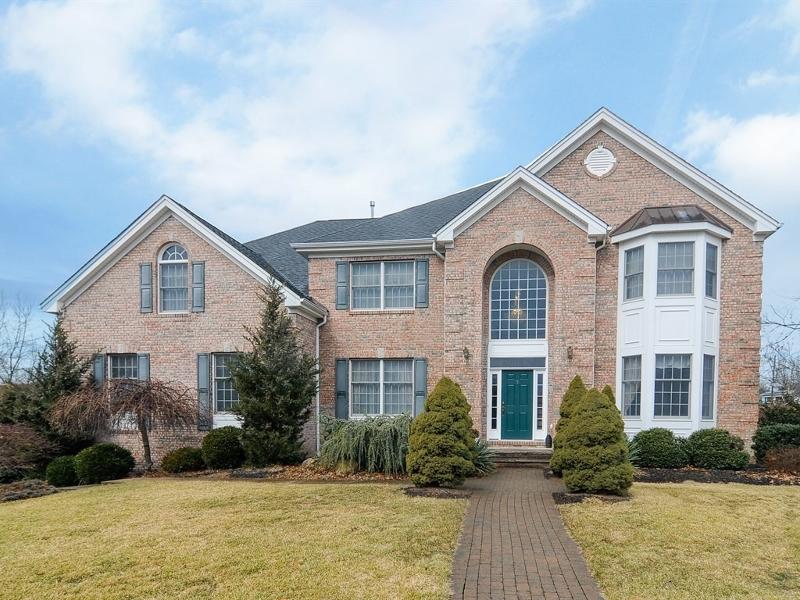 Частный односемейный дом для того Продажа на 5 Hearthstone Drive Haledon, 07508 Соединенные Штаты
