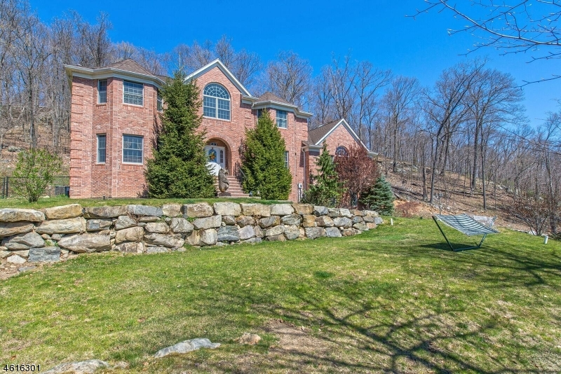 Additional photo for property listing at 74 Crescent Drive  Ringwood, New Jersey 07456 États-Unis
