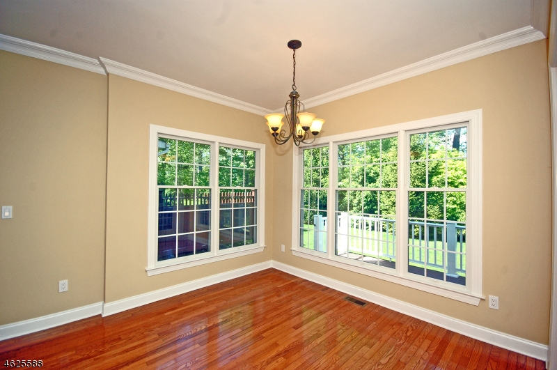 Additional photo for property listing at 202 Farley Road  Whitehouse Station, New Jersey 08889 États-Unis