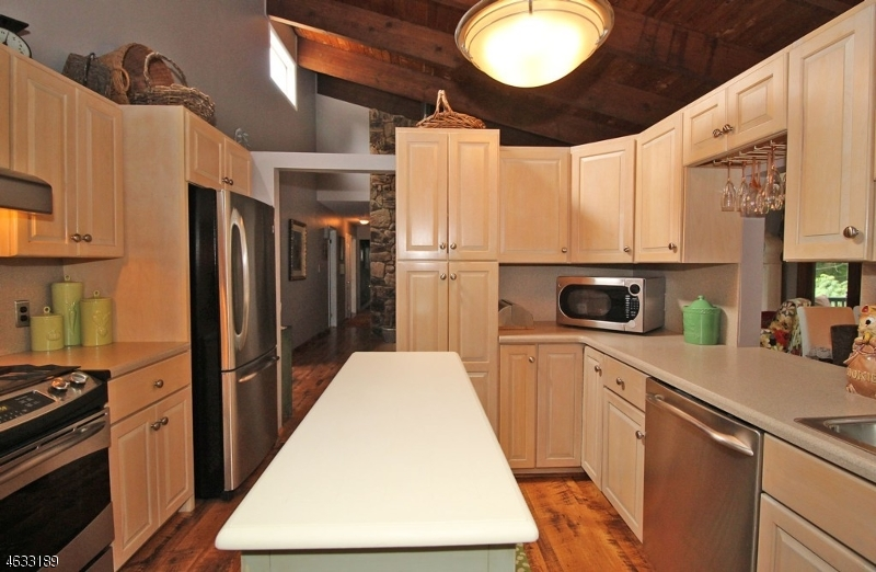 Additional photo for property listing at 6 Lincoln Road  Butler, New Jersey 07405 États-Unis