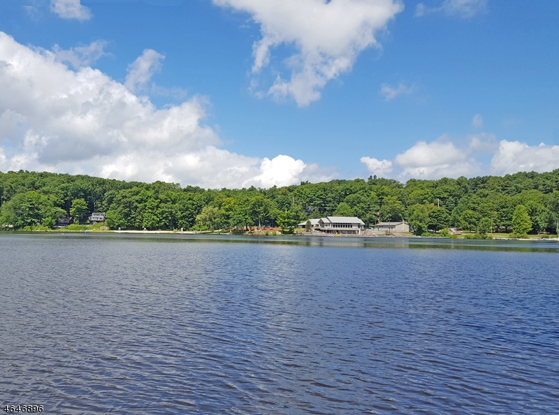 Additional photo for property listing at 1197 Lakeside Dr E  Highland Lakes, New Jersey 07422 États-Unis