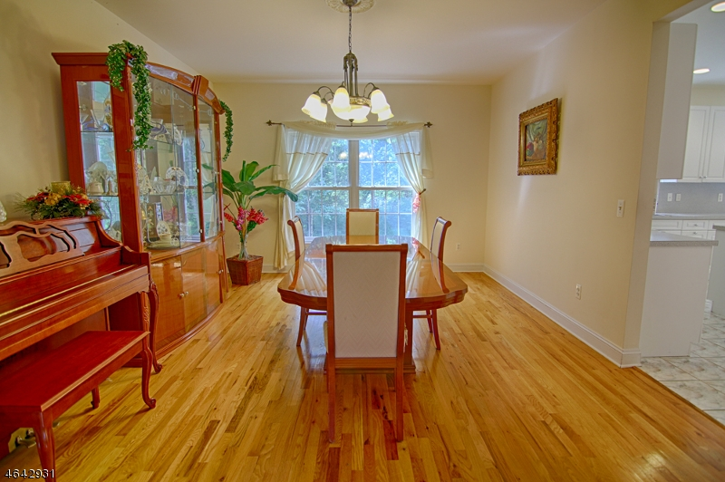 Additional photo for property listing at 8 Hastings Court  Bridgewater, New Jersey 08807 United States
