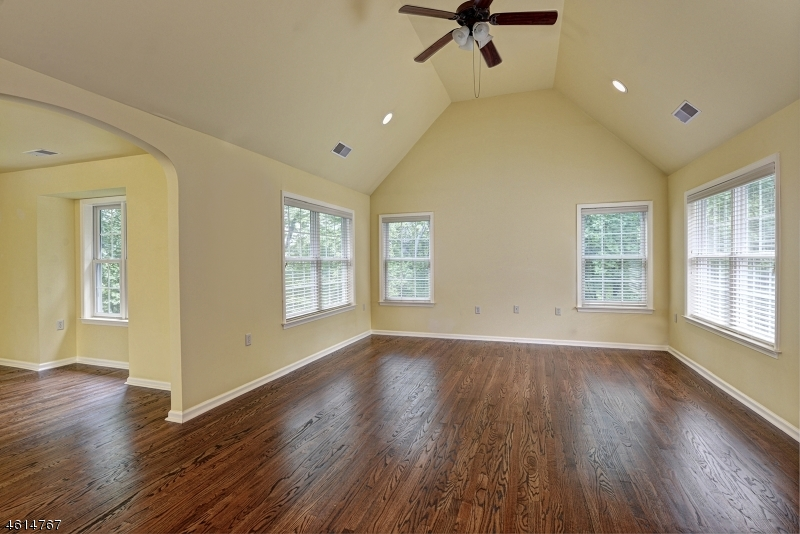 Additional photo for property listing at 8 Deer Run Road  Pittstown, New Jersey 08867 United States