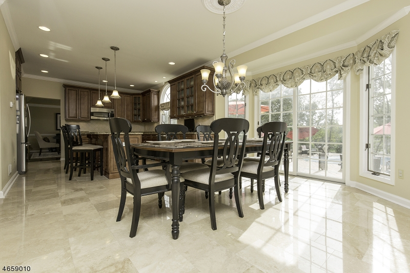 Additional photo for property listing at 528 Horizon Way  Neshanic Station, New Jersey 08853 États-Unis