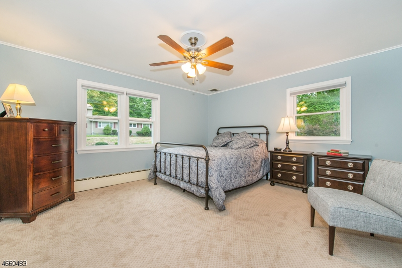 Additional photo for property listing at 13 Woodland Court  Butler, New Jersey 07405 États-Unis