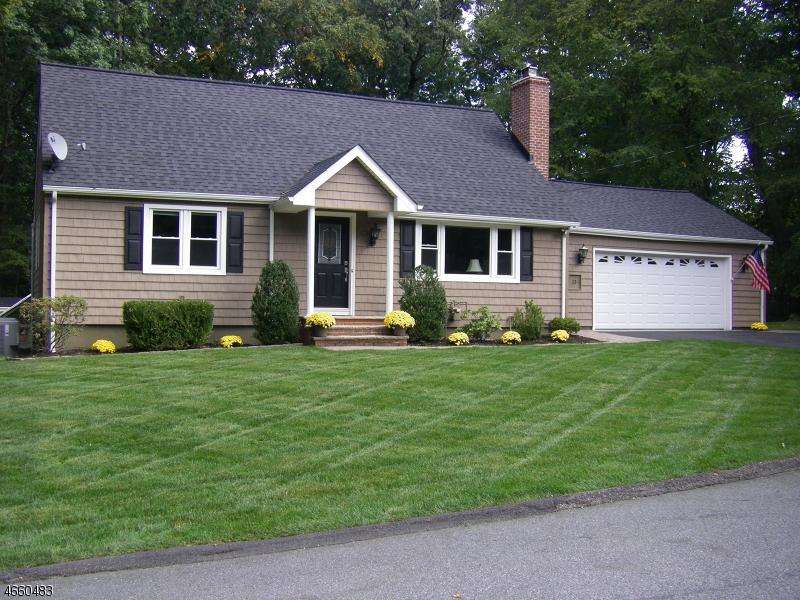 Maison unifamiliale pour l Vente à 13 Woodland Court Butler, New Jersey 07405 États-Unis
