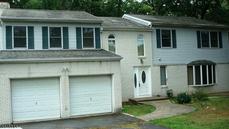 Casa Unifamiliar por un Venta en 537 Van Emburgh Avenue Township Of Washington, Nueva Jersey 07676 Estados Unidos