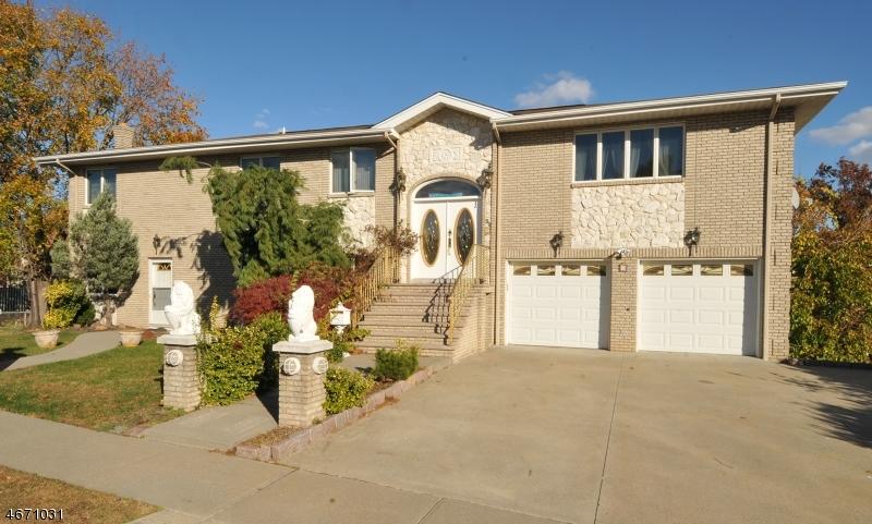 多户住宅 为 销售 在 30 Livi Court 埃尔姆沃德帕克, 07407 美国