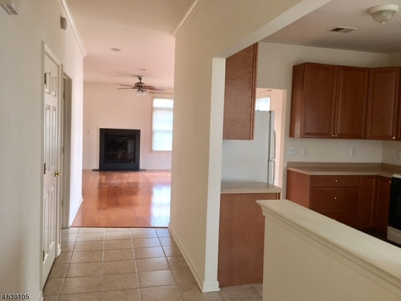 Additional photo for property listing at 2 SPADER WAY  Somerset, New Jersey 08873 États-Unis