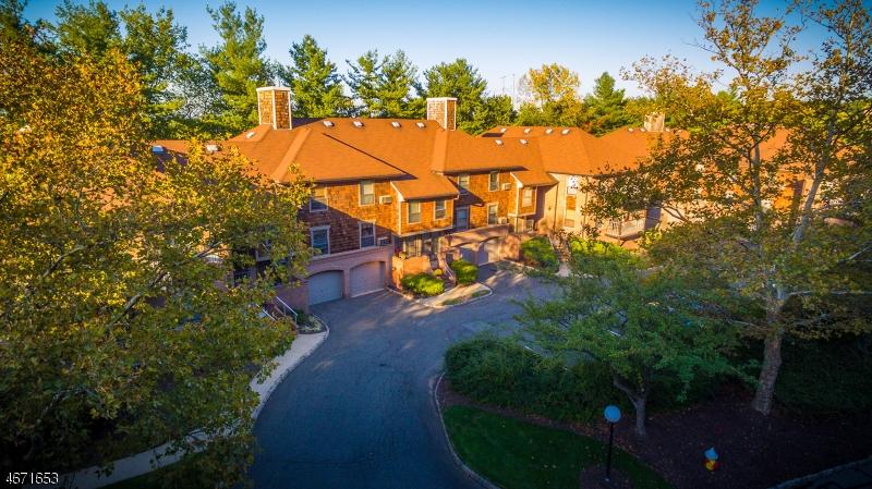 Частный односемейный дом для того Аренда на 8 Eisenhower Pkwy Roseland, Нью-Джерси 07068 Соединенные Штаты