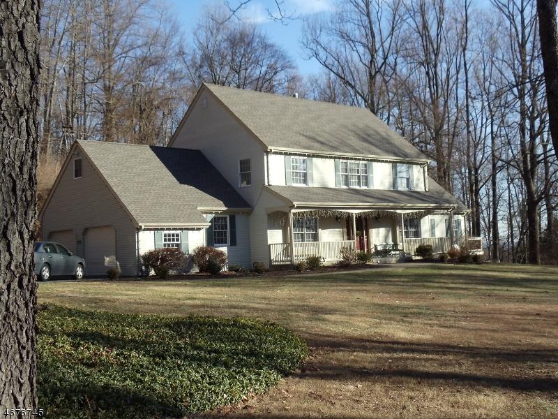 Частный односемейный дом для того Продажа на 533 CHARLESTOWN Road Hampton, 08827 Соединенные Штаты