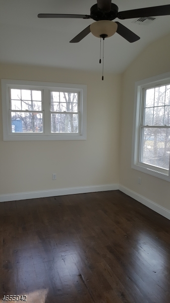 Additional photo for property listing at 131 Willow Ave 4  Garwood, New Jersey 07027 États-Unis