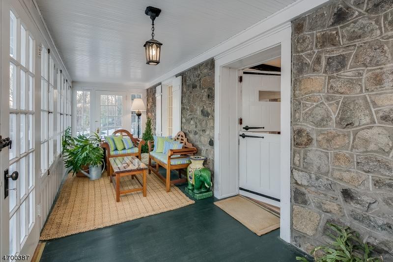 Maison unifamiliale pour l Vente à 367 County Road 513 Lebanon, New Jersey 07830 États-Unis