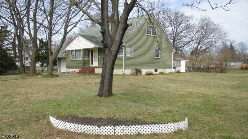 Частный односемейный дом для того Продажа на 19 Randolph Street Lincoln Park, 07035 Соединенные Штаты